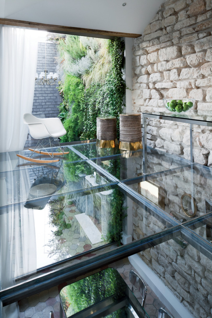 rue-vignon-upstairs-glass-floor