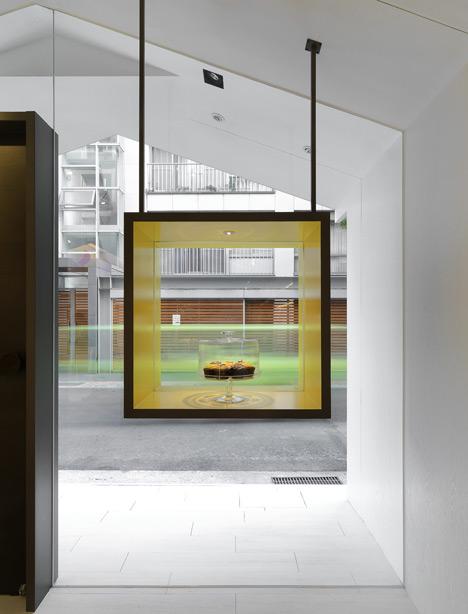 Dezeen_Les-bebes-Cupcakery-by-J.C.-Architecture_7