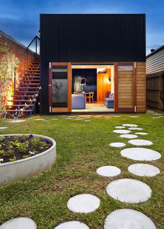 Brunswick-House-by-Christopher-Botterill-Backyard