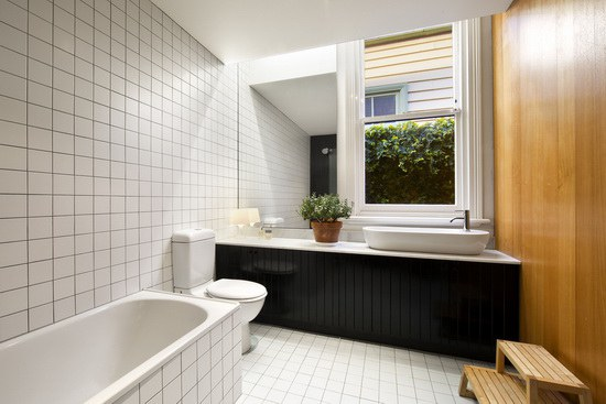 Brunswick-House-by-Christopher-Botterill-Bathroom