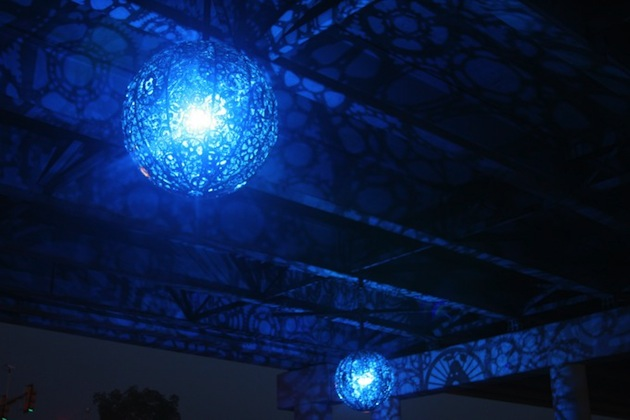 Recycled-Bike-Parts-Create-Stunning-4-Foot-Chandeliers-3
