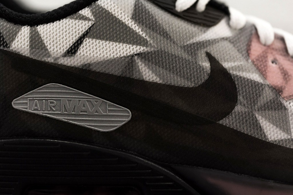 nike-air-max-90-ice-white-cool-grey-black-infrared-4