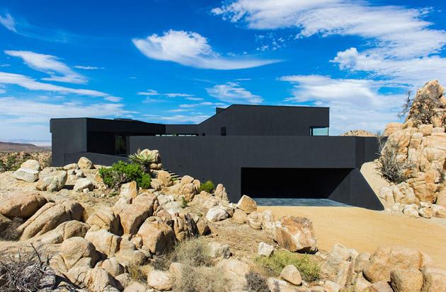 The-Black-Desert-House-by-Marc-Atlan-and-Oller-Pejic-01