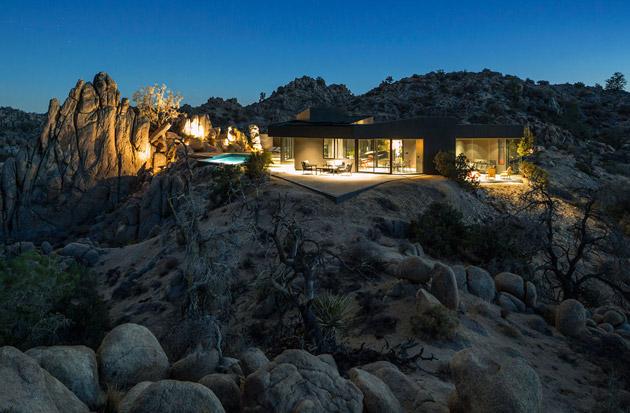 The-Black-Desert-House-by-Marc-Atlan-and-Oller-Pejic-02