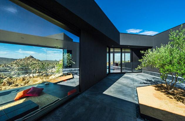 The-Black-Desert-House-by-Marc-Atlan-and-Oller-Pejic-03