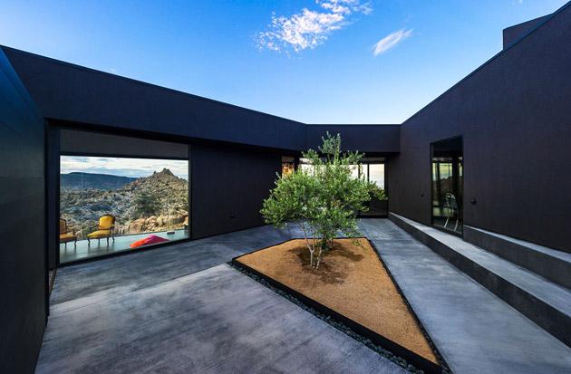 The-Black-Desert-House-by-Marc-Atlan-and-Oller-Pejic-13