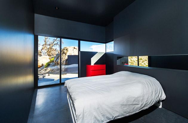 The-Black-Desert-House-by-Marc-Atlan-and-Oller-Pejic-15