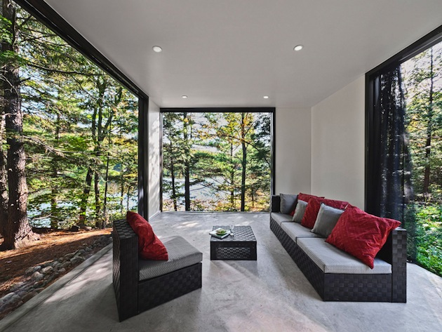 Small-Hill-Cottage-Home-in-Quebec-3