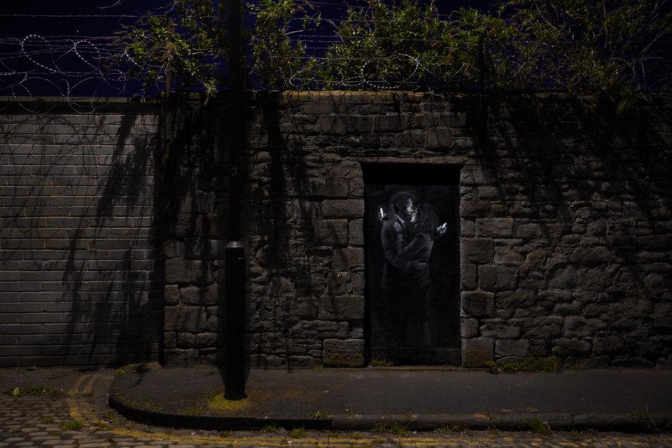 banksy-modern-love-street-art-1-960x640