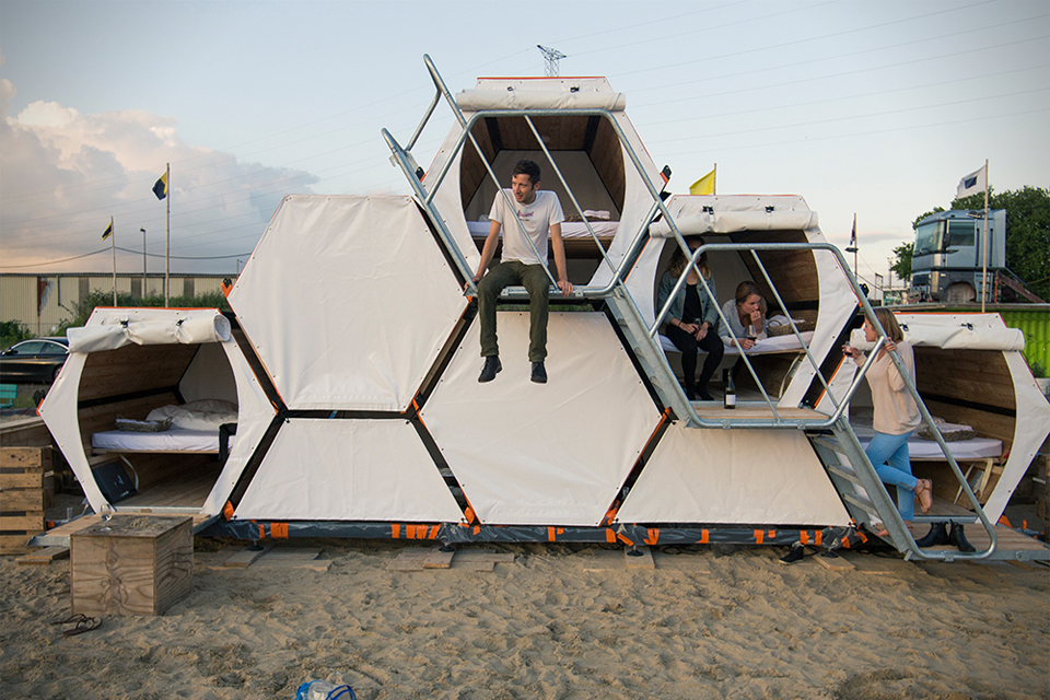 Stackable-Honeycomb-Sleeping-Cells-For-Music-Festivals-0