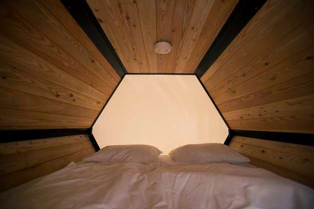 Stackable-Honeycomb-Sleeping-Cells-For-Music-Festivals-5