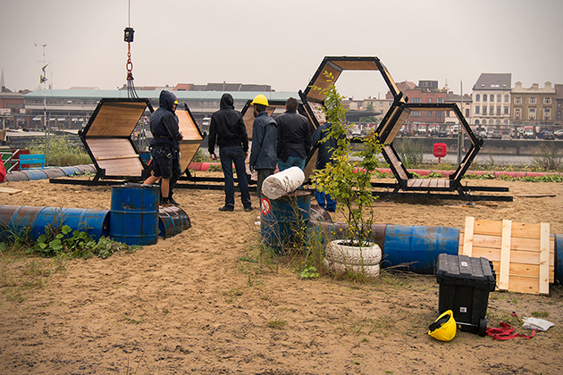 Stackable-Honeycomb-Sleeping-Cells-For-Music-Festivals-7