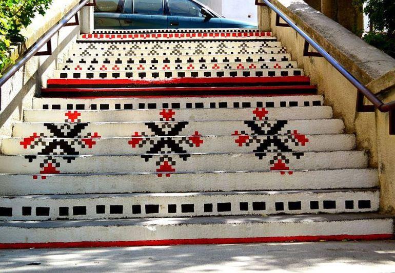 adelaparvu.com-despre-arta-urbana-in-Targu-Mures-Romania-Rakoczi-Stairs-in-Targu-Mures-City-Romania-3
