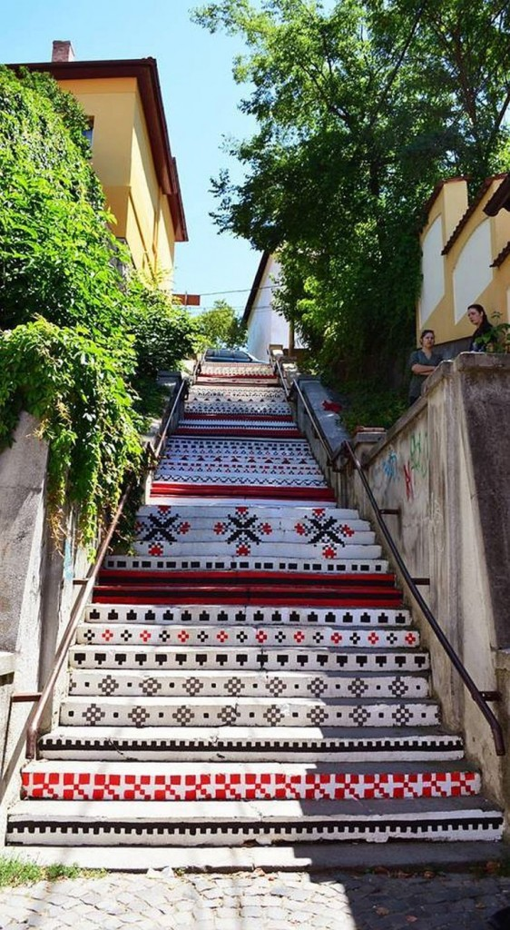 adelaparvu.com-despre-arta-urbana-in-Targu-Mures-Romania-Rakoczi-Stairs-in-Targu-Mures-City-Romania-5