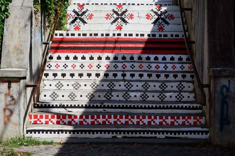 adelaparvu.com-despre-arta-urbana-in-Targu-Mures-Romania-Rakoczi-Stairs-in-Targu-Mures-City-Romania-6