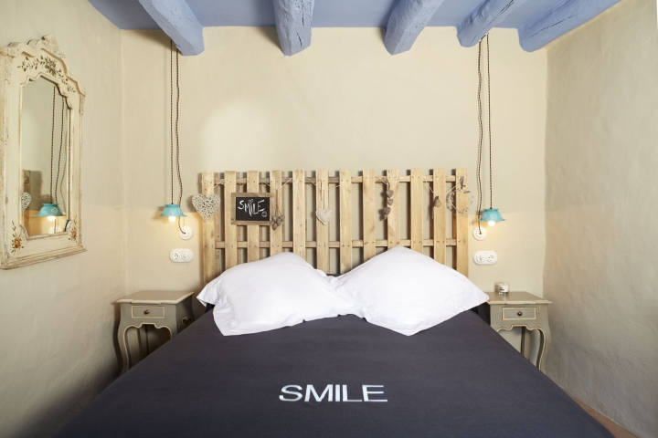 Can-Casi-Bed-and-Breakfast-by-Coblonal-Arquitectura-Regencos-Spain-10