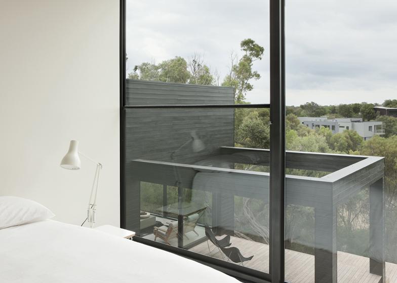 dezeen_Ridge-Road-Residence-by-Studio-Four_ss_15