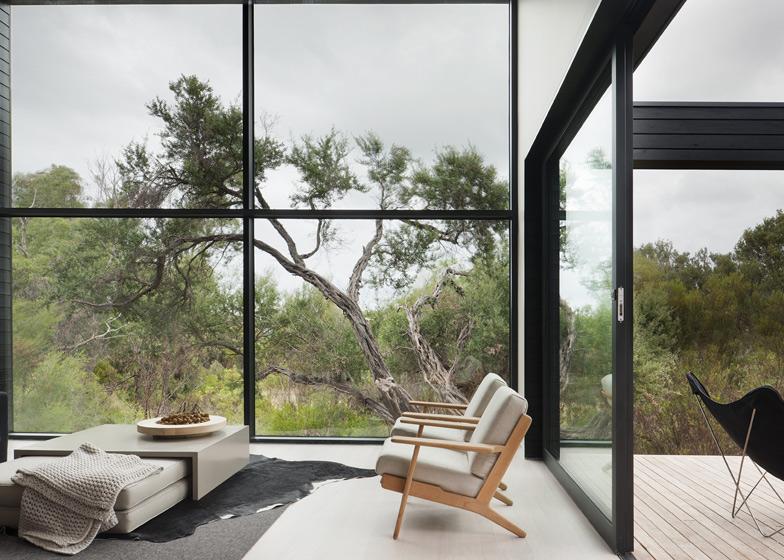 dezeen_Ridge-Road-Residence-by-Studio-Four_ss_6