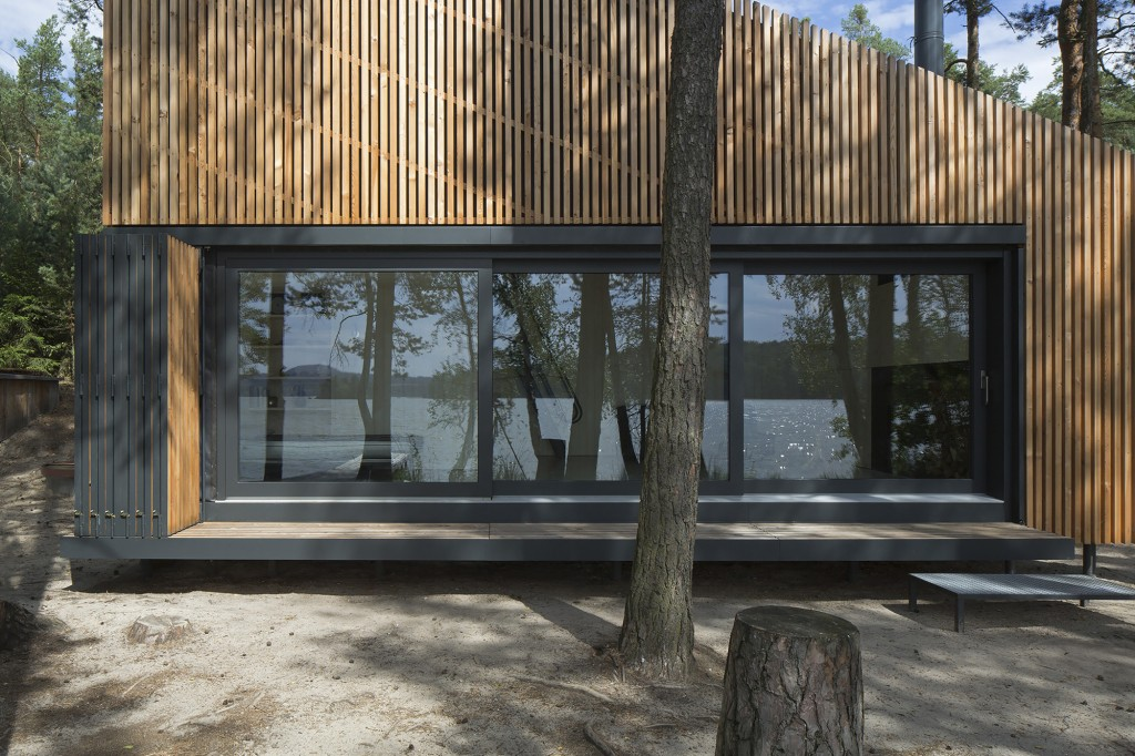 54066fcbc07a801b04000036_lake-cabin-fam-architekti-feilden-mawson__w0a0041_