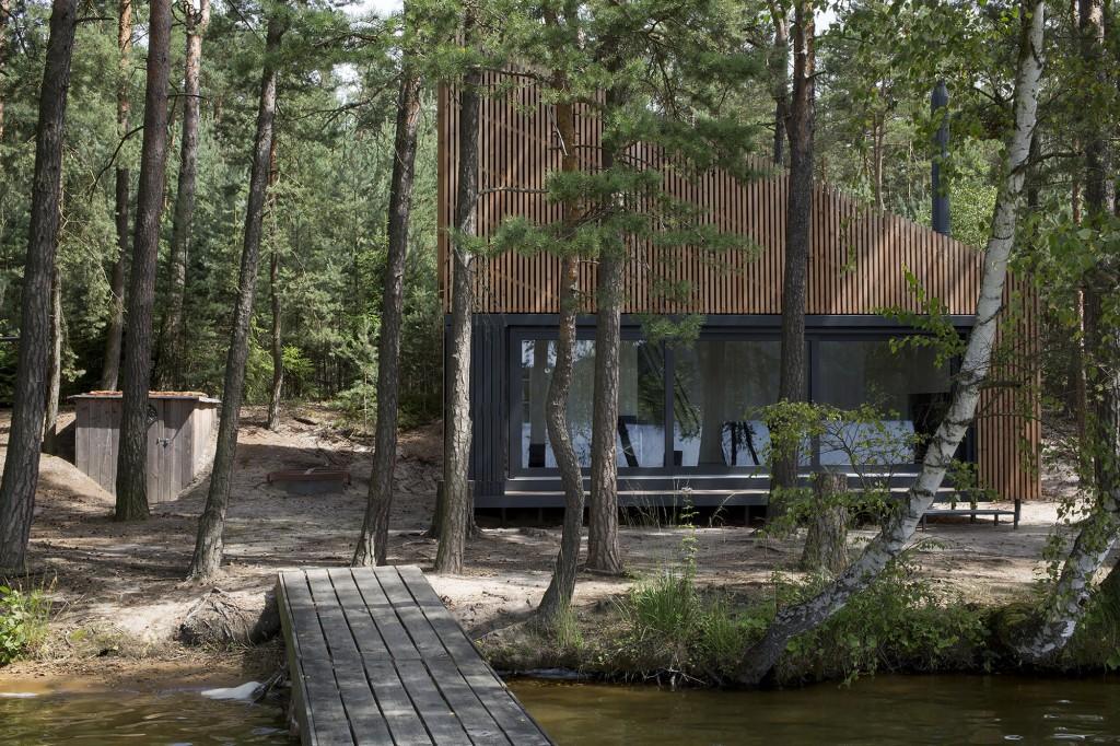 5406720fc07a803713000044_lake-cabin-fam-architekti-feilden-mawson__w0a9988