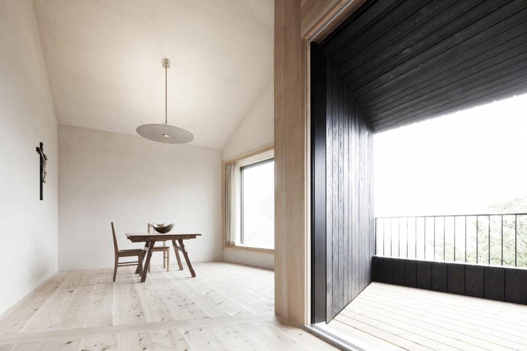 5406c4c8c07a80ae22000126_alpine-cabins-pedevilla-architekten_007_pliscia_13_willeit