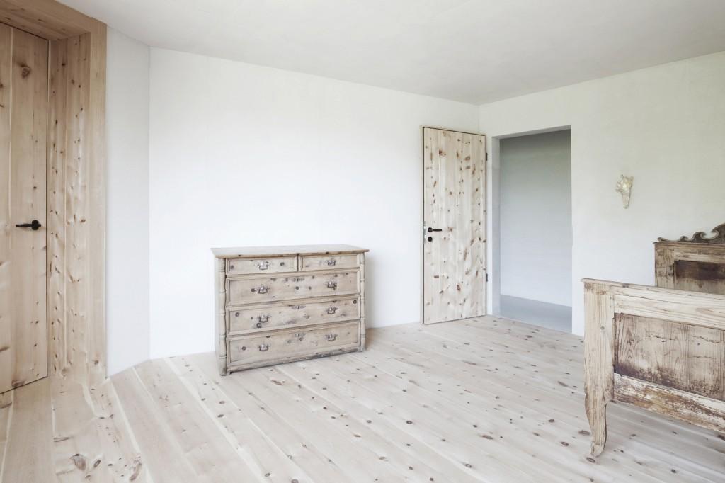 5406c4e9c07a80ae22000127_alpine-cabins-pedevilla-architekten_008_pliscia_13_willeit