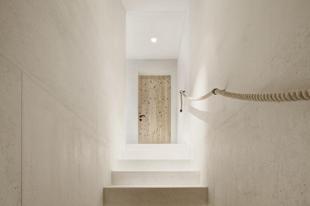 5406c54fc07a803713000169_alpine-cabins-pedevilla-architekten_012_pliscia_13_willeit