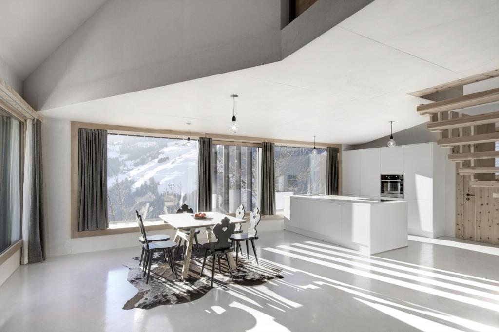 5406c563c07a80ae22000128_alpine-cabins-pedevilla-architekten_013_pliscia_13_willeit