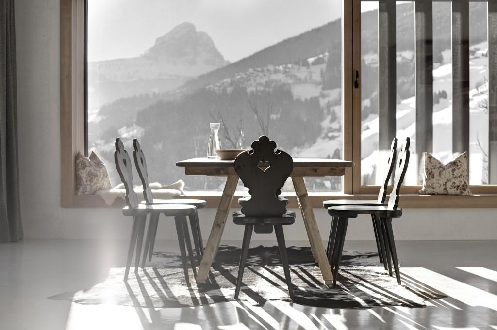 5406c578c07a80ae22000129_alpine-cabins-pedevilla-architekten_014_pliscia_13_willeit