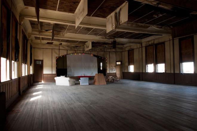 abandoned mens club vlist (6)